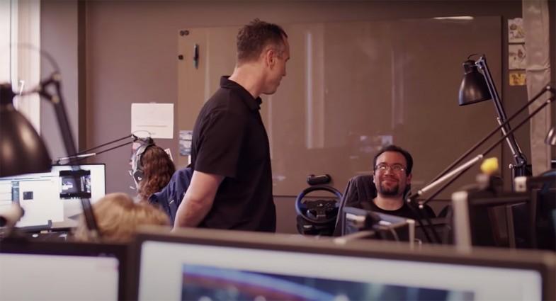 Electronic Arts Ghost Games'te NFS: Heat'in Kreatif Direktörü Riley Cooper ile sohbet ederken (Göteborg)